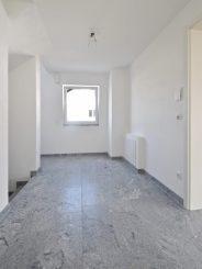 ERSTBEZUG: Moderne 4-Zimmer-Maisonettewohnung in Egmating