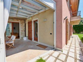 Alleinstehende exklusive Villa mit Seeblick in Castelletto di Brenzone / Gardasee