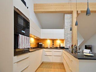Helle und großzügige 4-Zimmer-Dachgeschosswohnung mit schönem Süd-Balkon in Egmating
