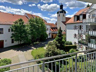 """Vollständig renovierte 2-Zimmerwohnung mit großem Süd-Balkon im """"Schloss Egmating"""""""