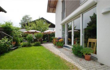 Doppelhaus in ruhiger Anliegerstraße in 82041 Oberhaching