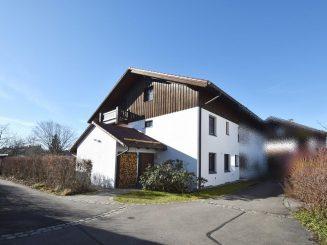 Attraktives Reiheneckhaus mit Einliegerwohnung und gepflegtem Südgarten in Oberhaching