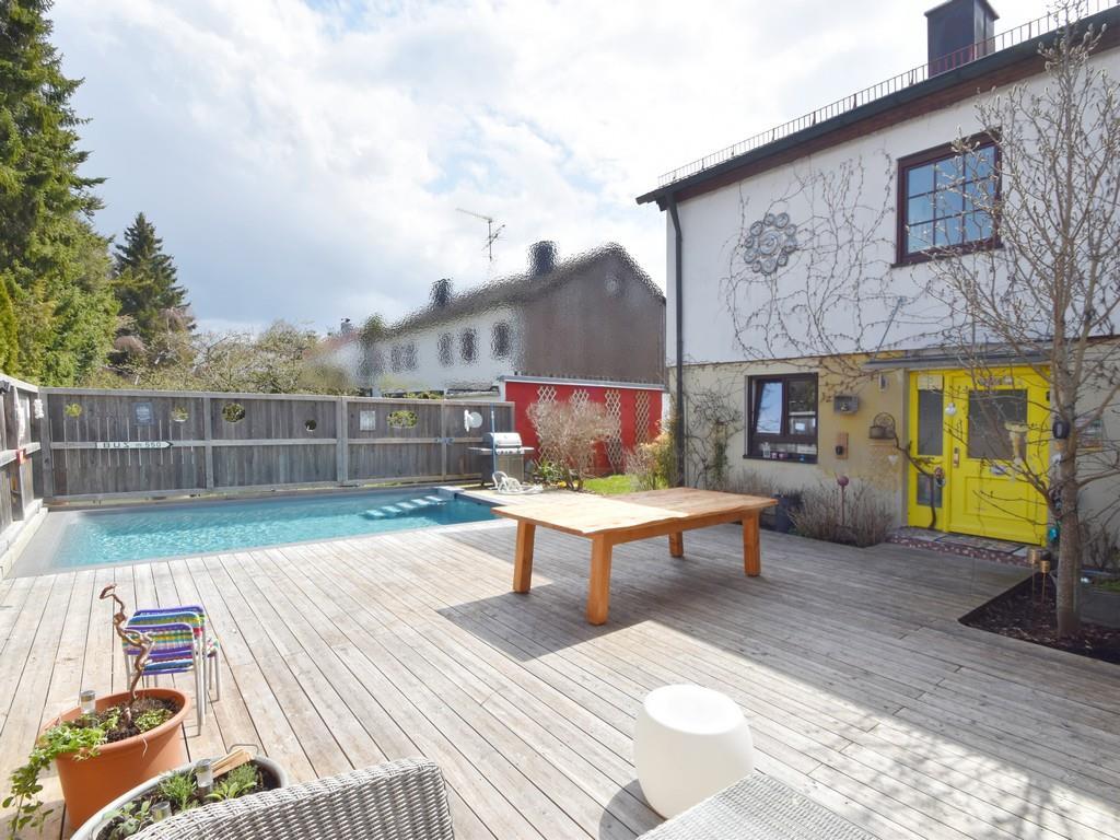 Real geteilte Doppelhaushälfte mit Außenpool und Süd-Westterrasse in Oberhaching / Furth
