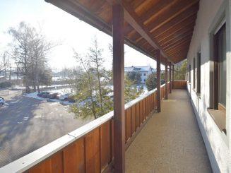 2 Zimmer-Wohnung mit geräumiger Essküche und großem Südbalkon in Oberhaching