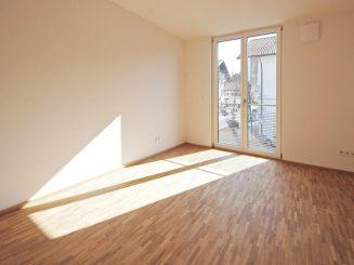 Geräumige und helle 2-Zimmer-Wohnung mit schöner Süd-Loggia im Herzen von Deisenhofen