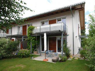 Schön gestaltete Anlage mit Doppel- und Reihenhäusern in 82041 Deisenhofen