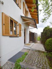 Moderne Doppelhaushälfte mit Weitsicht in sehr guter Lage von Oberhaching