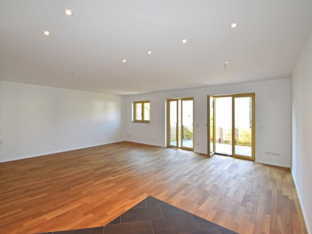 NEUBAU: 2-Zimmer-Etagenwohnung mit geräumigem Südbalkon in Oberhaching